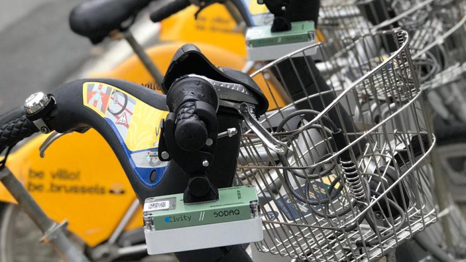 Snuffelfiets sensor bevestigd op stuur
